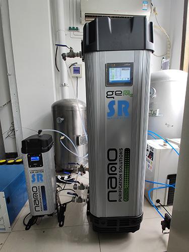 前端配有SR模块化吸干机的SR模块化超高纯制氮机使用现场
