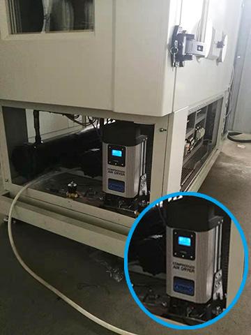 英国小型模块干燥机集成到高低温环境试验箱里的设备照片